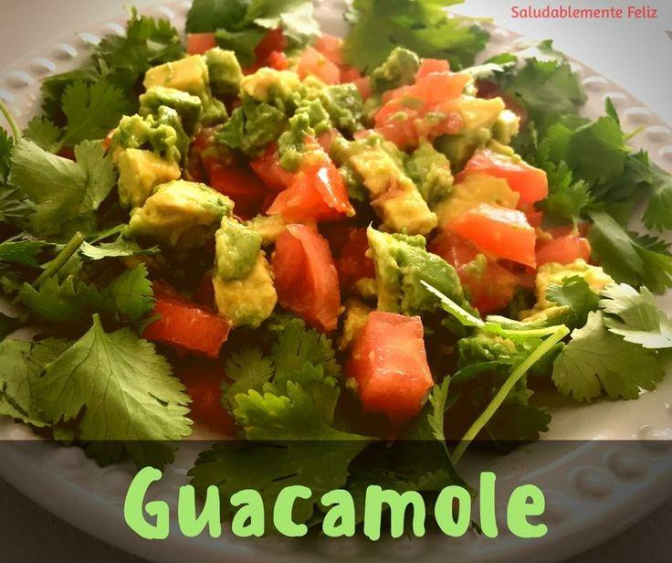 Deliciosa receta para hacer guacamole!  el auténtico cómo se come en México   Está receta es muy fácil de preparar, deliciosa y saludable.  Descubre la receta aquí ➡️ https://saludablementefeliz.com/2017/04/11/guacamole/ Comparte!