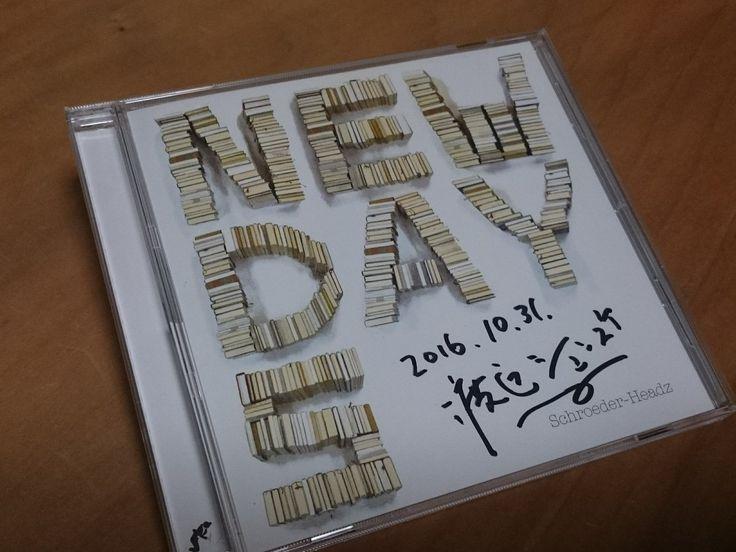 Schroeder-Headzの1stアルバム「newdays」をゲットしてシュンスケさんにサインいただきました👍 これでSchroeder-Headzのアルバムはコンプリートかな^^ 今日のセトリの写真も撮ってきたのでまたスマホにプリイリスト作って聴こっ🎶
