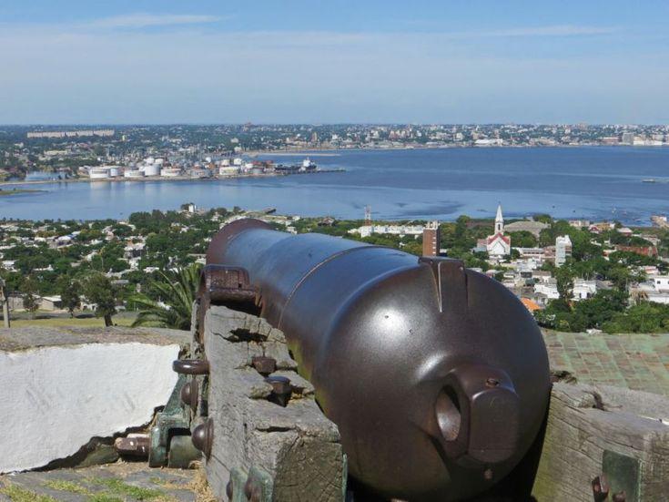 Vista de la ciudad de Montevideo desde la Fortaleza del Cerro, Montevideo, Uruguay