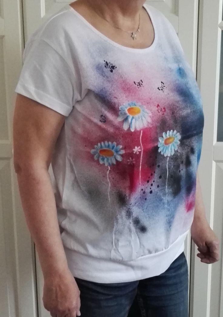 Malováné+tričko+vel.+XL+Originální+malované+tričko+značky+ADLER+City+velikosti+XL,+Materiál:+bavlna,+gramáž+150+g/m2,+bílé+barvy.+Doporučuji+prát+po+rubu+na+30stupňů+na+šetrný+program+-+obrácené+obrázkem+dovnitř.+Žehlit+na+bavlnu,+motiv+přes+plátno+nebo+po+rubu.+Barvy+jsou+do+trička+tepelně+zafixovány+žehlením.