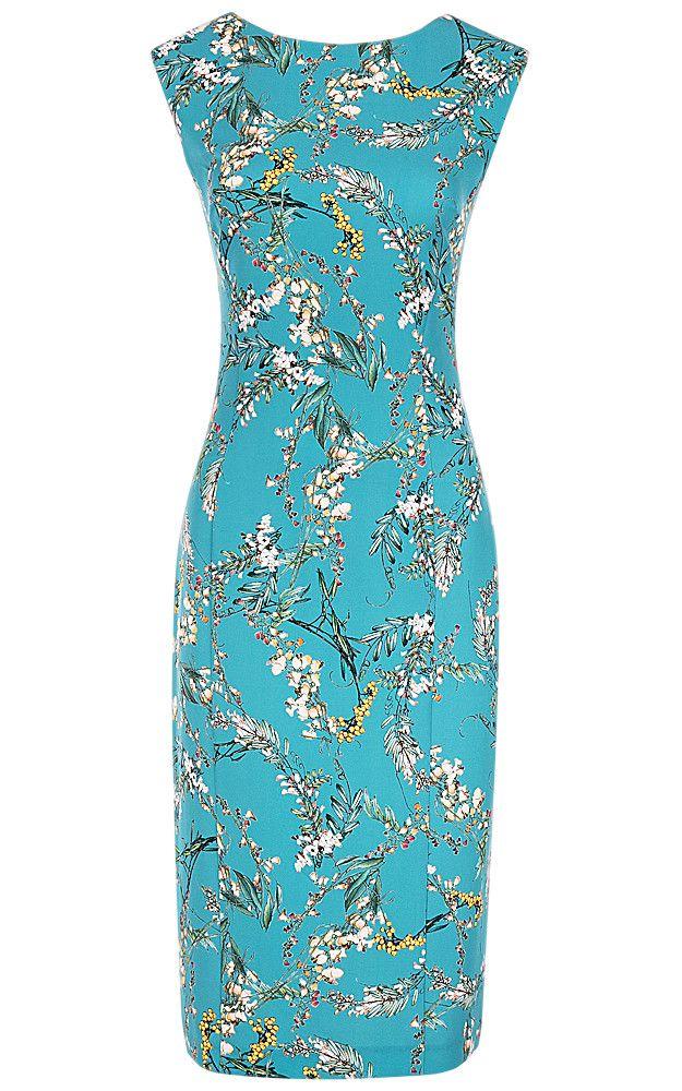 Приталенное платье голубого цвета с флористическим принтом и вырезом-лодочкой