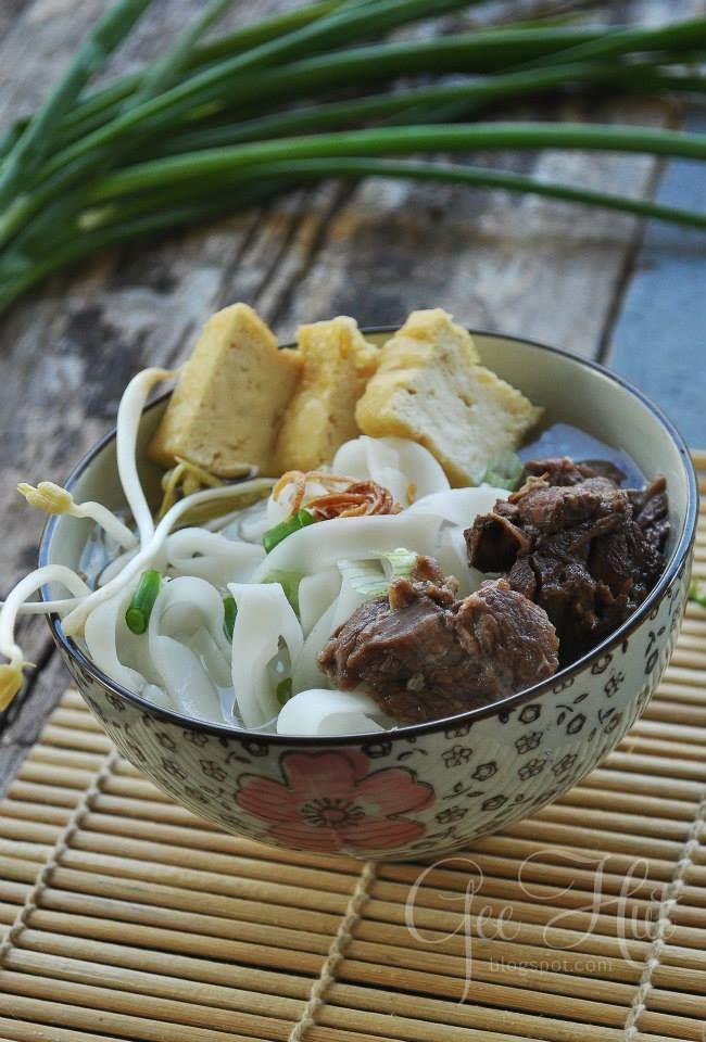 Kue teow sup simple menu makan malam hari ini... sambil layan Drama Ayuni Safira di TV9... Kebelakangan ini keadaan dan kesibukan tugas...