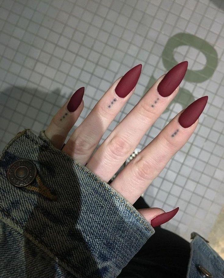 36 Romantic Red Acrylic Nail Art 2019 Klassisch aussehen #Acrylic #Art # Classy #nail #Red