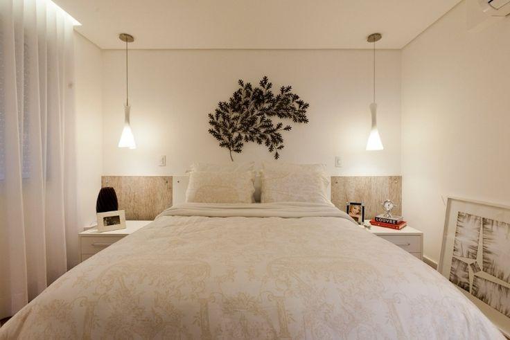 Nesse quarto projetado pela arquiteta Mayra Lopes, a cabeceira em laminado…
