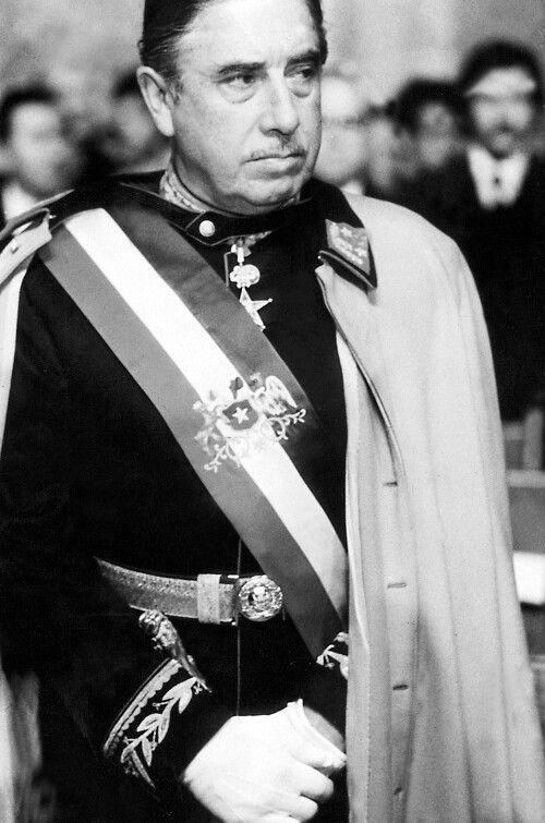 El General Pinochet Ugarte con la banda Presidencial en los primeros tiempos. VIVA EL GENERAL PINOCHET!