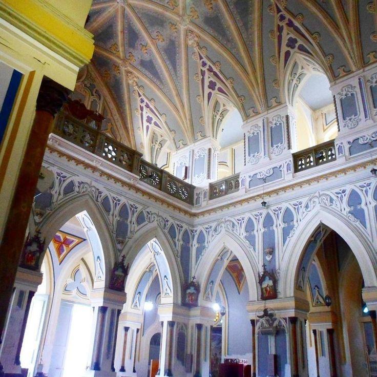 Interior da Catedral Metropolitana de Aracaju. Todos esses 'relevos' que você está vendo não existem. São apenas pintados na parede lisa. Acredita? #aracaju #sergipe #feriasnonordeste #viagem #viagens #viajar #viajando #viajante #viajantes #Viaje #viajes #viajero #viajeros #Viaggio #viaggi #viaggiare #viaggiatore #viaggiatori #voyage #voyages #Trip #turismo #tour #turista ================================================================================================================ Ah essa…