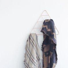 Umbra PENDANT Triangle Scarf Holder in copper finish | Design by Laura Carwardine Photo credit: @stephaniejenn  #umbra