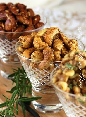 ... to give a gift too. :) Simple and so yummy! Savory & Spicy Cashew Nuts