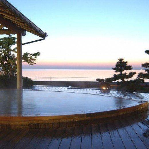 大分県別府市の「シーサイドホテル 美松 大江亭」は泉質のいい温泉が魅力! とろりとしたお湯は、美肌の湯ともいわれていています。 海を眺めながらの入浴は至福のひと時です♪ 夕食は料理長のこだわり会席! 上品な味付けで絶品でした♪
