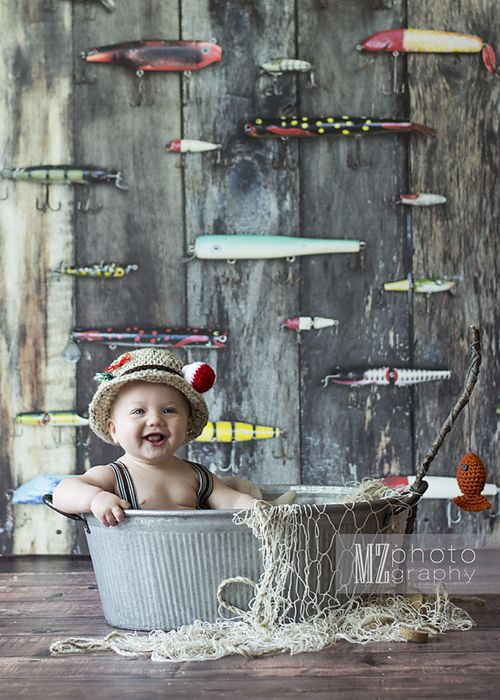 Adorable fisherman themed six month pictures are up on the blog. This is the absolute perfect Father's Day Gift for a the outdoorsy dad! l www.mzphoto.net