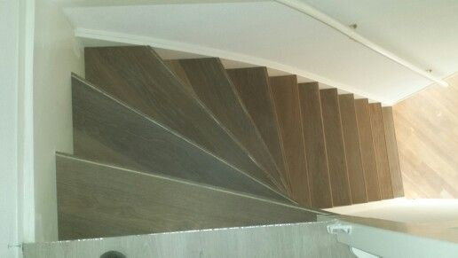 Zoldertrap met eiken traptreden bekleed.