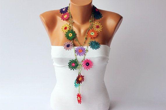 Collar-Crochet trabajo del grano, collar de ganchillo lariat, collar de flores de ganchillo bohemio gitano / con granos