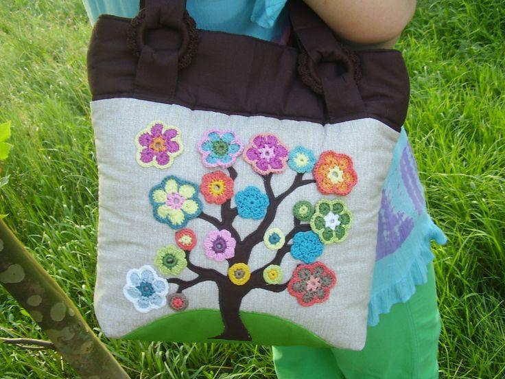 Horgolt virágos életfa táska