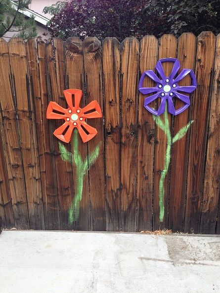 wheel cover fence flowers, crafts, fences, gardening, repurposing upcycling...This would be great for my backyard gate area.on the inside of the fence.