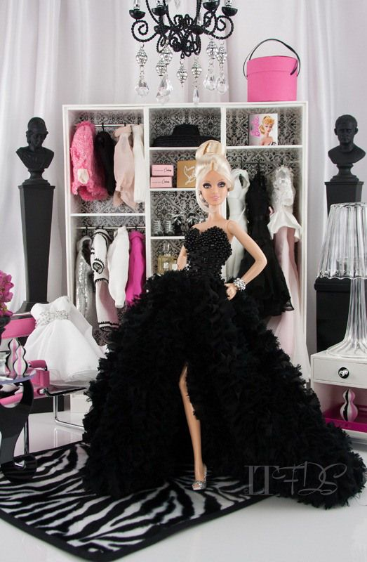 Model, earrings, shoes:  Pinch of Platinum Barbie;   Bracelet:  Showgirl Silkstone Barbie;   Gown:  Dark Romance Giselle NuFace Fashion Royalty