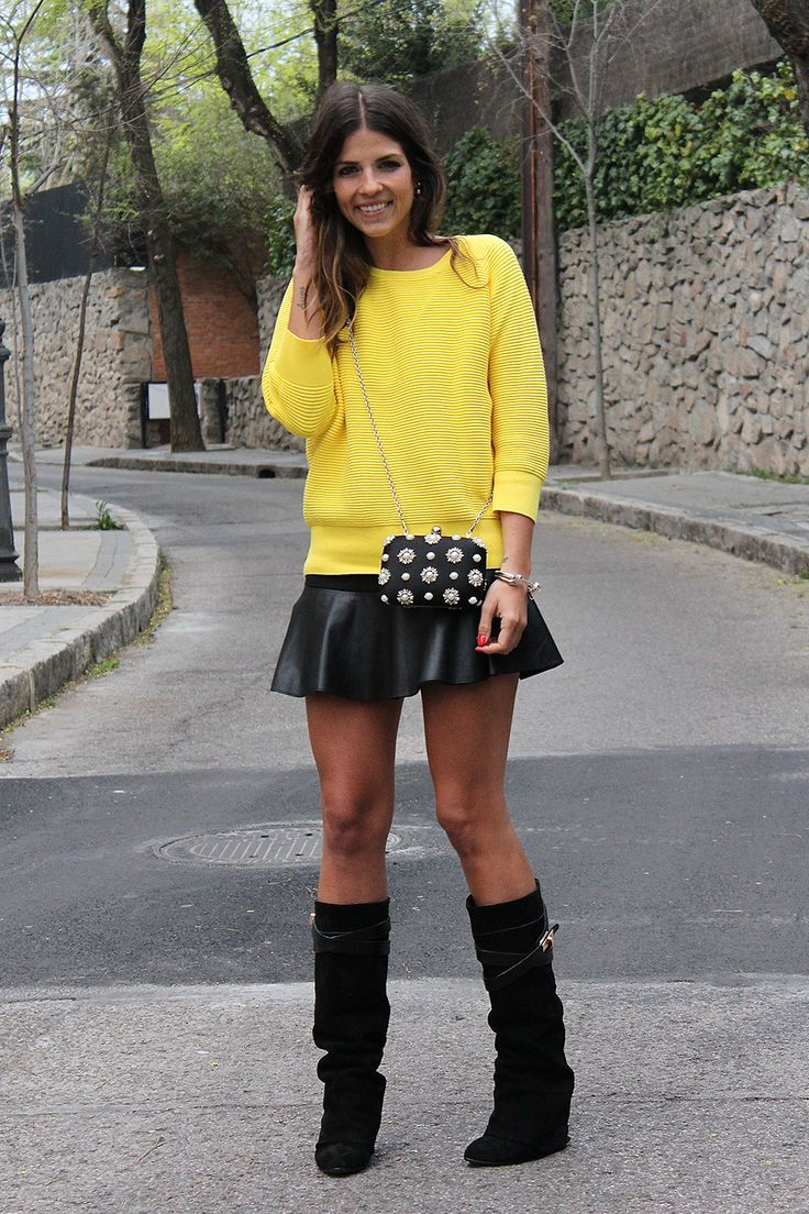 trendy_taste-look-outfit-street_style-ootd-blog-blogger-moda_españa-fashion_spain-girissima.com-yellow_sweater-jersey_amarillo-falda_cuero-givenchy-choies-leather_skirt-high_boots-botas_altas-10