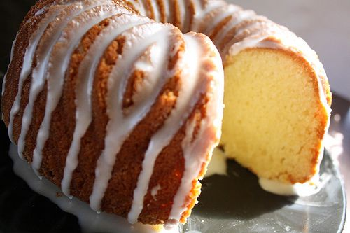 7 Up Cake Recipe: This 7 Up Cake is made with Jell-O instant pudding, 7 Up, and powdered sugar. Give this recipe a try and share it with your friends and family!