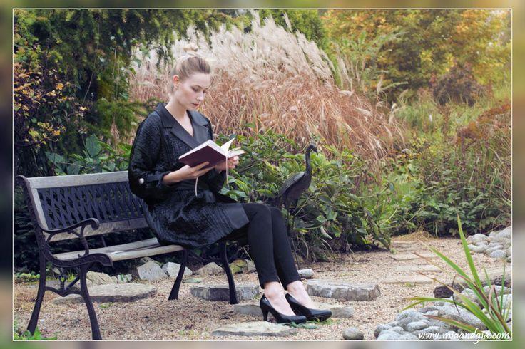 Classy, black, satin #coat with silver buttons <3 | Czarny płaszcz z kreszowanej satyny ze srebrnymi guzikami <3 --  #totalblacklook #fashion #fashionista #fashiondesign #fashionblogger #autumn #fall #coats #highheels #wysokieobcasy #classy #style #trends #moda #jesien #elegancki #czarny #plaszcz #패션 #여성의류 #가을 #코트 #reading