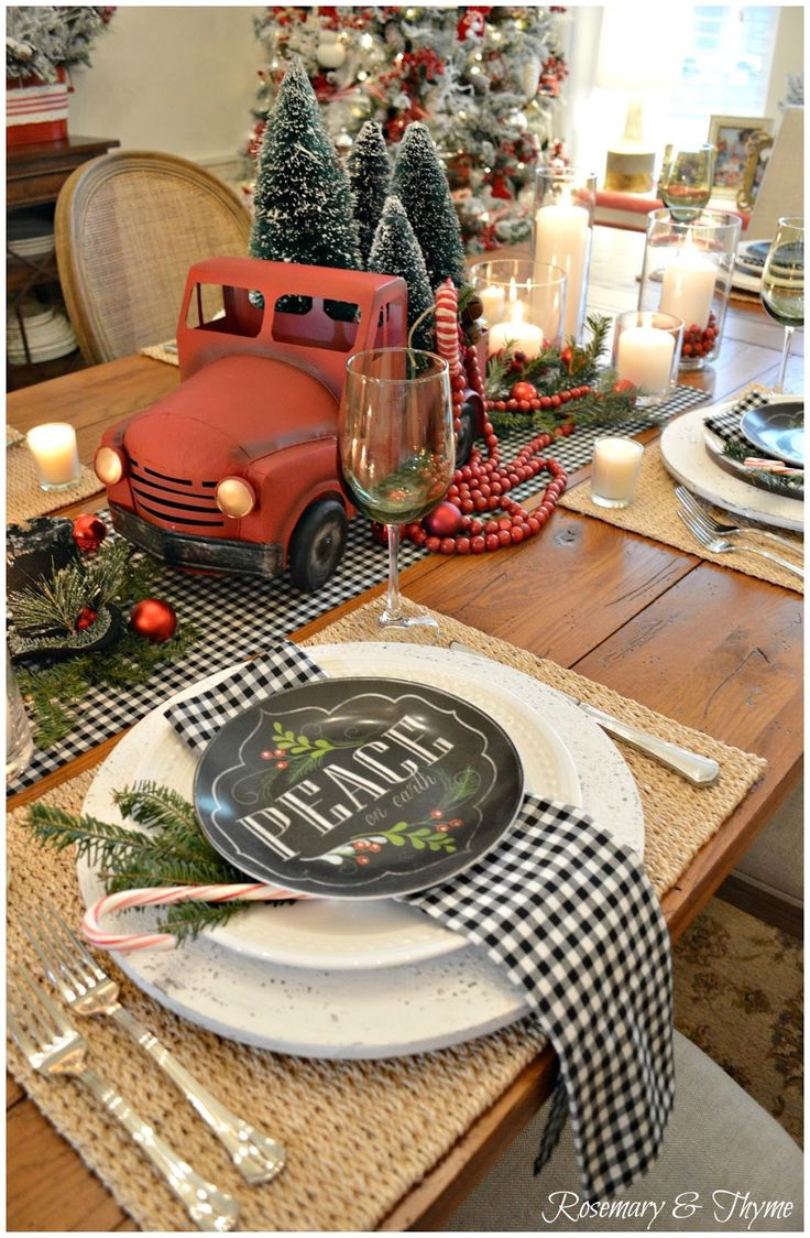 Country christmas table decoration ideas - Christmas Tablescape Chalkboard Dishes Old Red Truck
