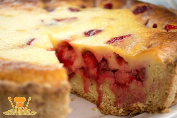 Хотите открытый пирог с клубникой и сметанной заливкой? Пошаговый рецепт и как приготовить помогут вам изумить ваших родных.