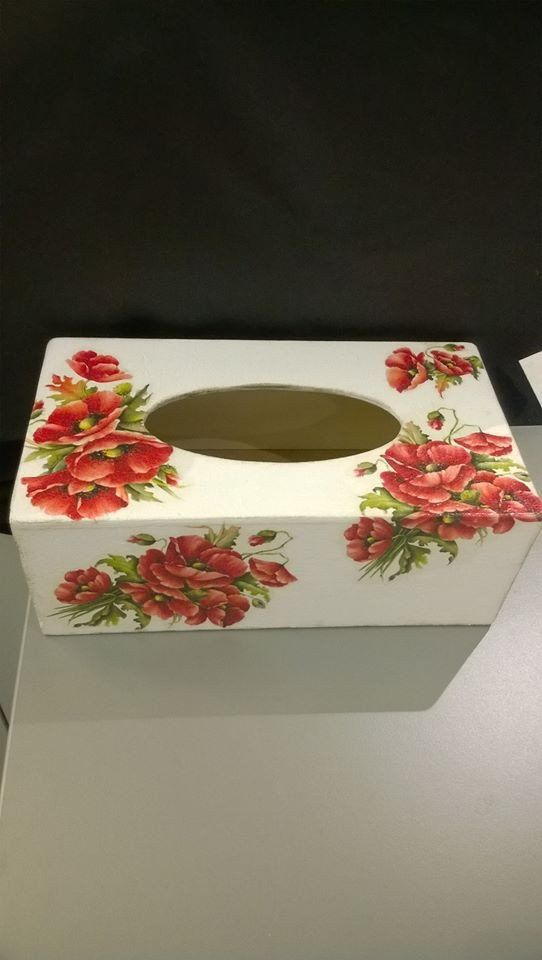 Napkins box with poppies