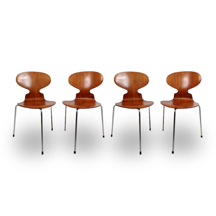 D tails sur chaise fourmi ant chair de arne jacobsen for Chaise 3 pieds