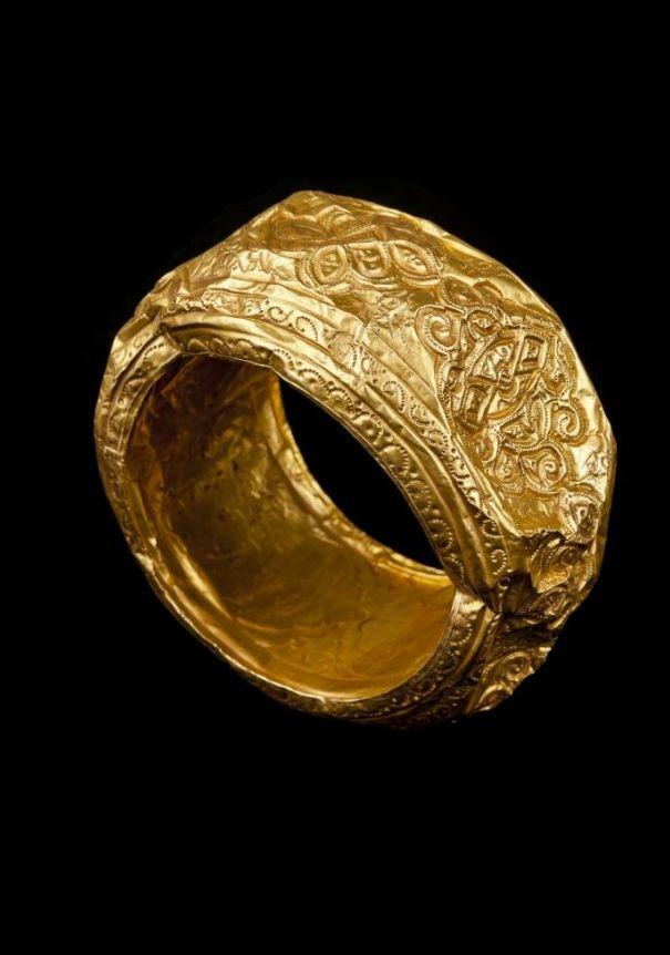 Brazalete de oro 1301=1500 (siglos XIV-XV). Reino Nazarí de Granada - Bentarique. | Museo Arqueológico Nacional