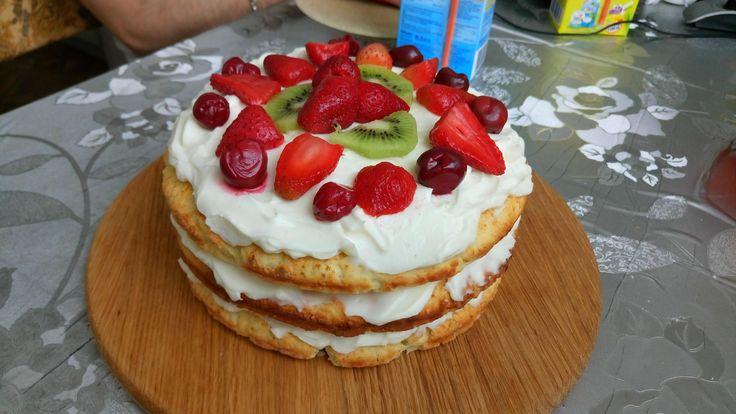 Вкуснейший торт из песочного теста Ну что, пятница — отличный повод, чтобы приготовить десерт на вечер или к выходным. Но я не хочу мучать вас сложными техниками, так уж и быть, дам отдохнуть недельку. А значит у нас будет необычный торт на песочном тесте. Идея в том, что он элементарный! Если честно, даже неловко как-то...