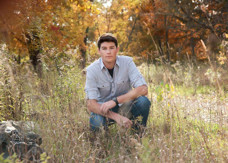 Photographer Amy Donley http://www.arportraits.com Durand, Michigan 989-288-3630 Corunna, Owosso, Swartz Creek, Linden, Fenton, Flushing, Byron, Laingsburg, senior boy in field