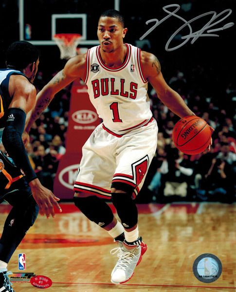 Derrick Rose Signed Bulls White Jersey Dribbling 8x10 Photo (Silver)