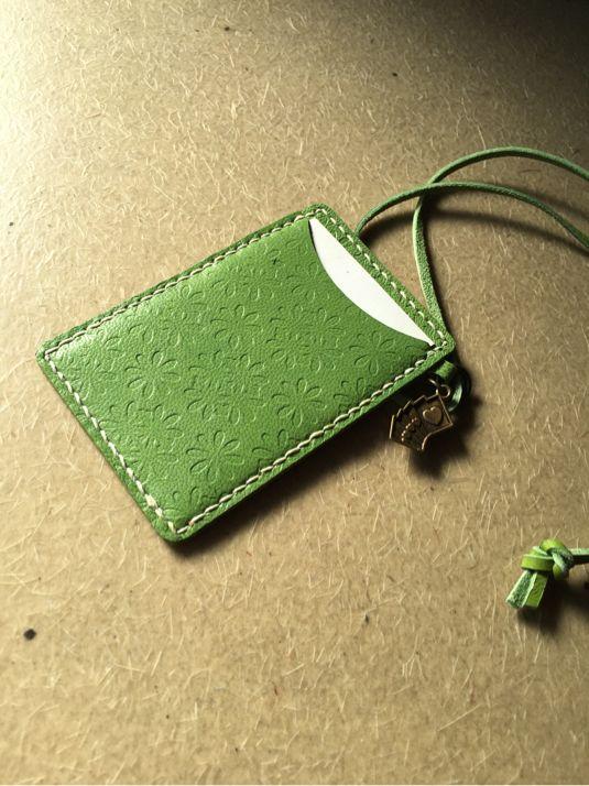 グリーンレザーのパスケース
