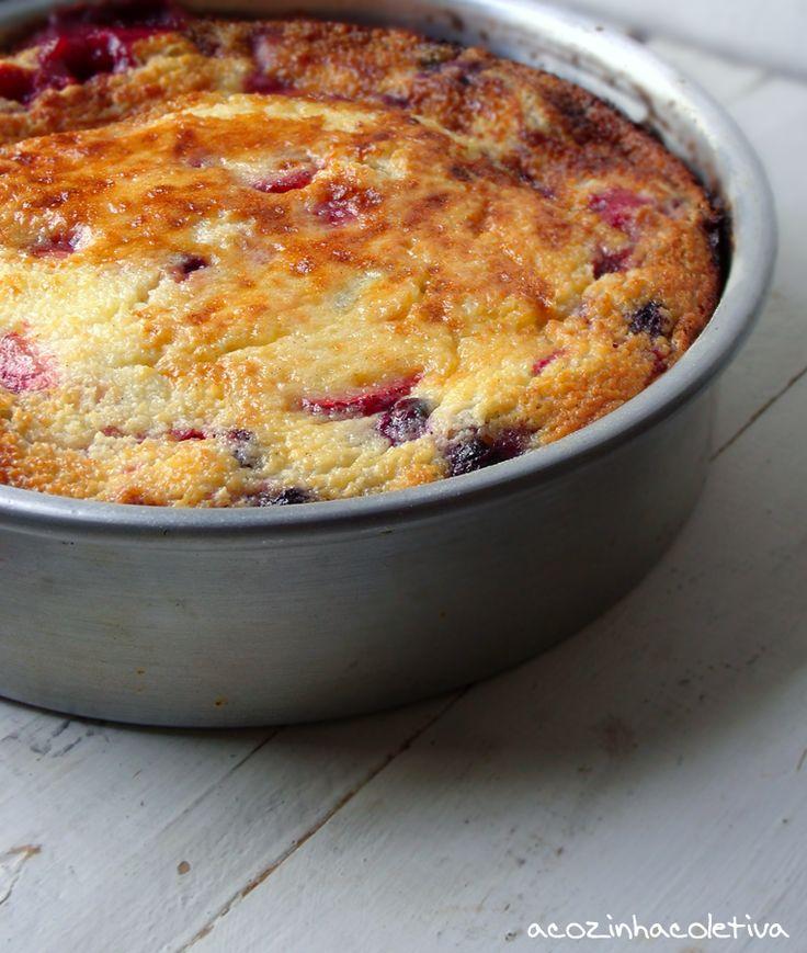Bolo de frutas silvestres e creme - A Cozinha Coletiva