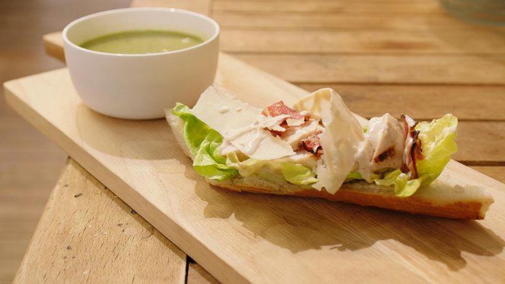 Jeroens moeder maakte vaak slasoep met 'uitgeschoten' sla. Het is dus een recept dat hijheel goed kent. Bij de fluwelige soep past een broodje dat geïnspireerd is op de bekende caesarsalade.