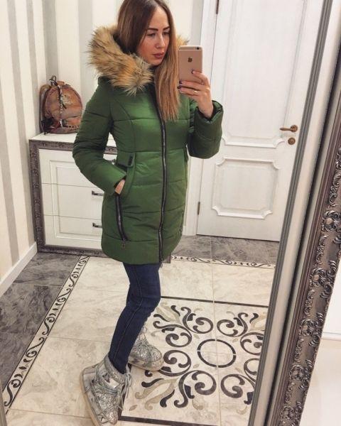 Зимняя женская куртка парка с мехом на капюшоне зеленая