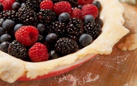 Summer Berry Pie // A scrumptious way to enjoy the summer bounty of berries! #summer #berries #recipe