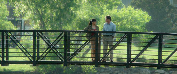 Toni Carloftis (Migina Tsai) and Mark Willis (Dean Cain) on their first date.