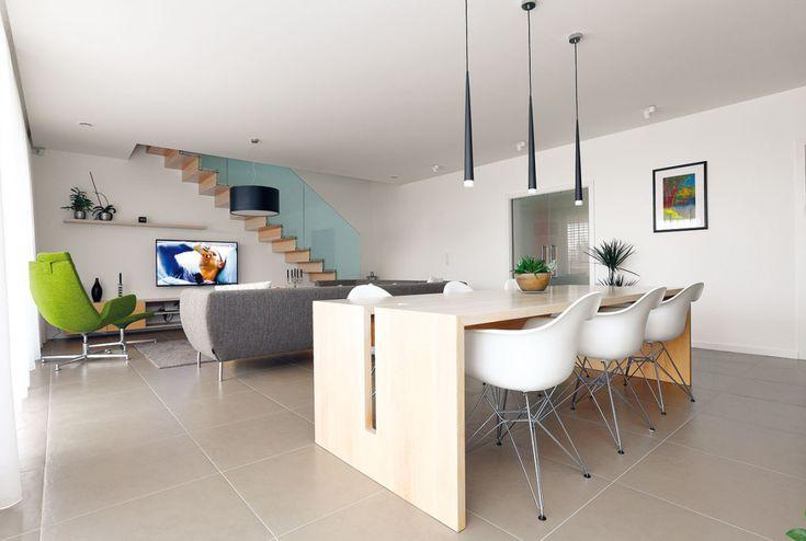 Interiérový designér přistoupil na hru nadčasovosti astřídmé barevnosti, která se tak rychle neokouká, vsouzvuku scelkovou architekturou domu. Světlými barvami sdůrazem na originální design zvlastní dílny podpořil vzdušnost alehkost interiéru. FOTO DANO VESELSKÝ