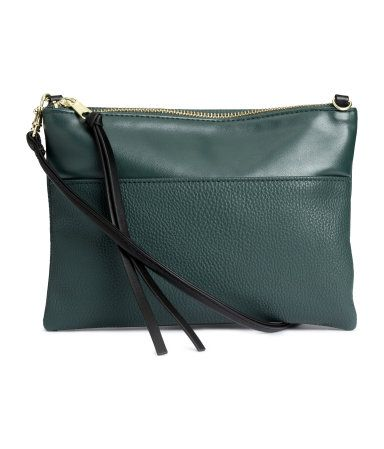 Small emerald green shoulder bag in grained imitation leather with detachable shoulder strap & inner compartment with zip. Converts to a clutch. | H&M Accessories