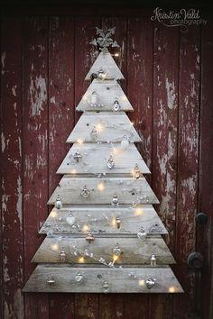 Weihnachtsbaum aus alten Brettern (z.B. von Paletten)