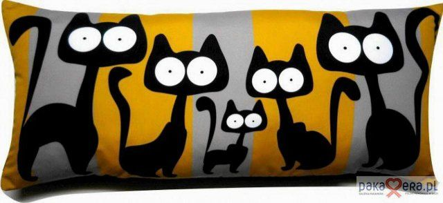 cat pillow = These cats would be adorable on a quilted project.