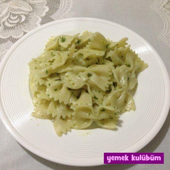 TARİF : Pesto Soslu Makarna   #makarna #macaroni #pasta #pesto #sos #pestosos #fesleğen #sarımsak #parmesan #krema #zeytinyağı #makarnatarifi #öğrenci #öğrenciyemeği
