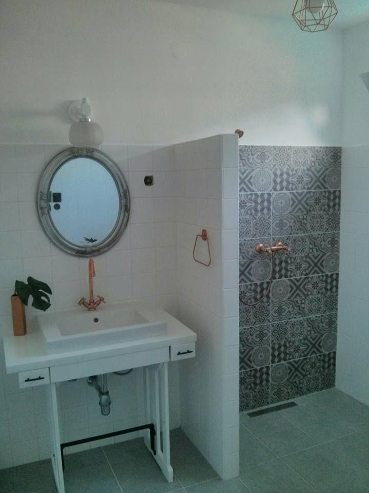 """""""Szocreál"""" modern fürdőszoba posztmodernizálása   Térérzés"""