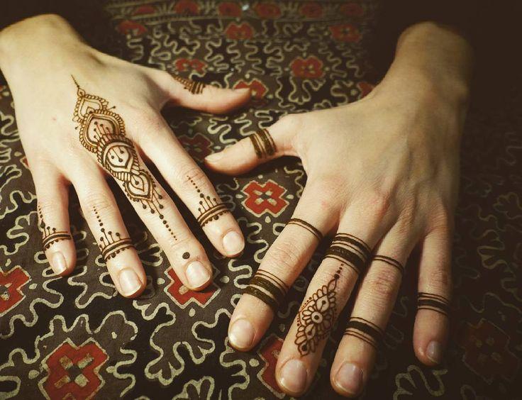 Let's mkee it simple again ♥♥♥ #mehendi #mehendiart #henna #bodyart #art #artinstagram #henna #hennatattoo #hennaart #henné #art_4share #fingers  #hand #handmade #7enna #henné #mehendipoland #temporarytattoo #mehandi #bodypainting #body #women #warsaw #poland #artforfun #nails