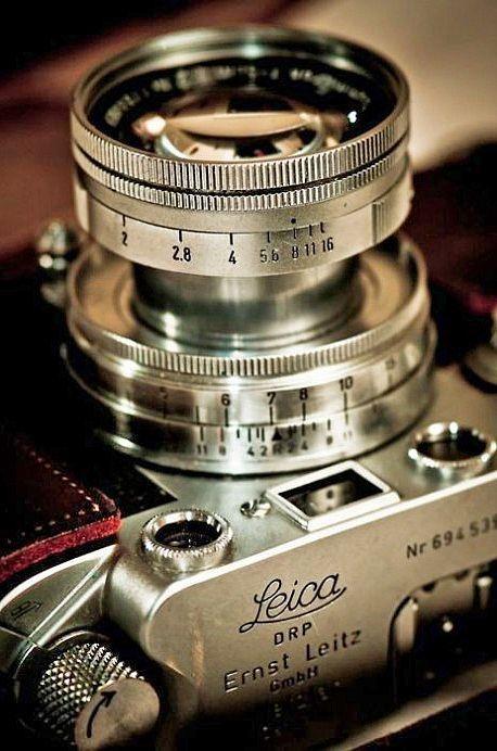 Stunning Vintage Leica 35mm Rangefinder Camera