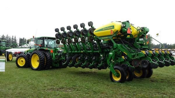 John Deere ExactEmerge High Speed Planter