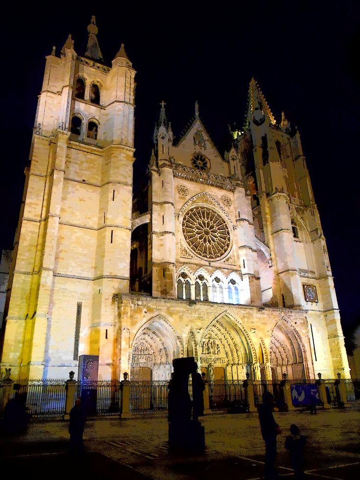 La catedral desde la calle Sierra Pembley
