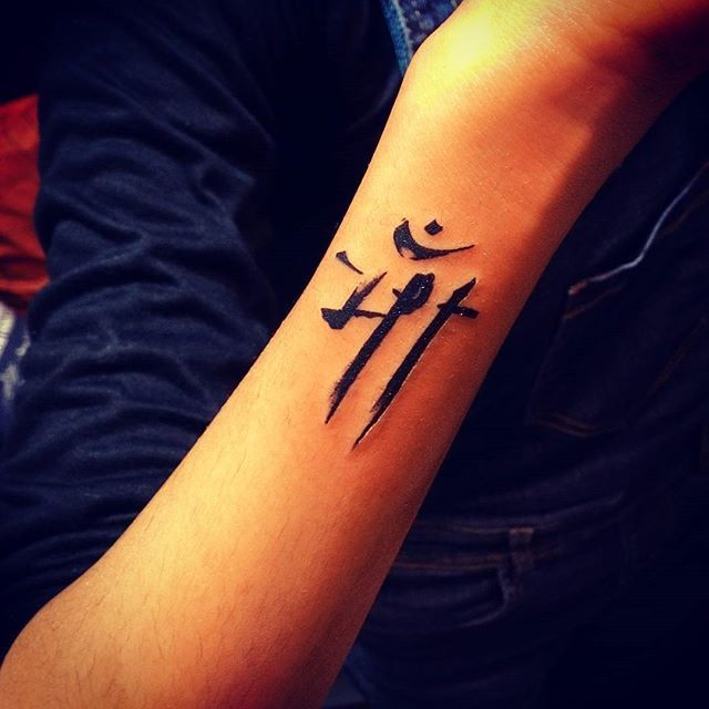 Best 25 simple arm tattoos ideas on pinterest arm for Small bicep tattoos