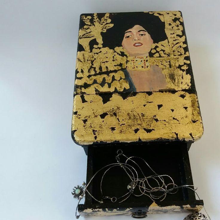"""""""Mi piace"""": 19, commenti: 2 - Eleonora Andreacchio (@eleonora_andreacchio) su Instagram: """"#Portagioie #dipinto con colori #acrilici e foglia oro. Il soggetto è """"Judith I"""" di #Klimt.…"""""""