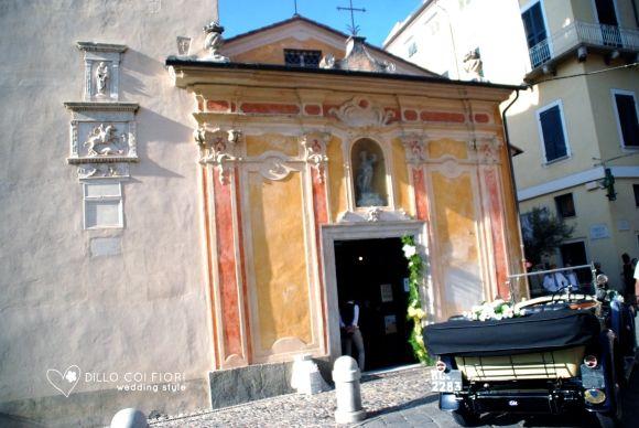 Lerici chiesa S.Rocco la facciata e l'auto sposi al matrimonio