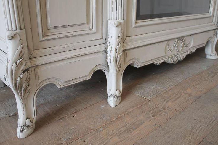 Antik fa bútor